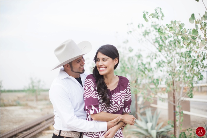 ranch-delano-california-engagement-luis-viviana_0001